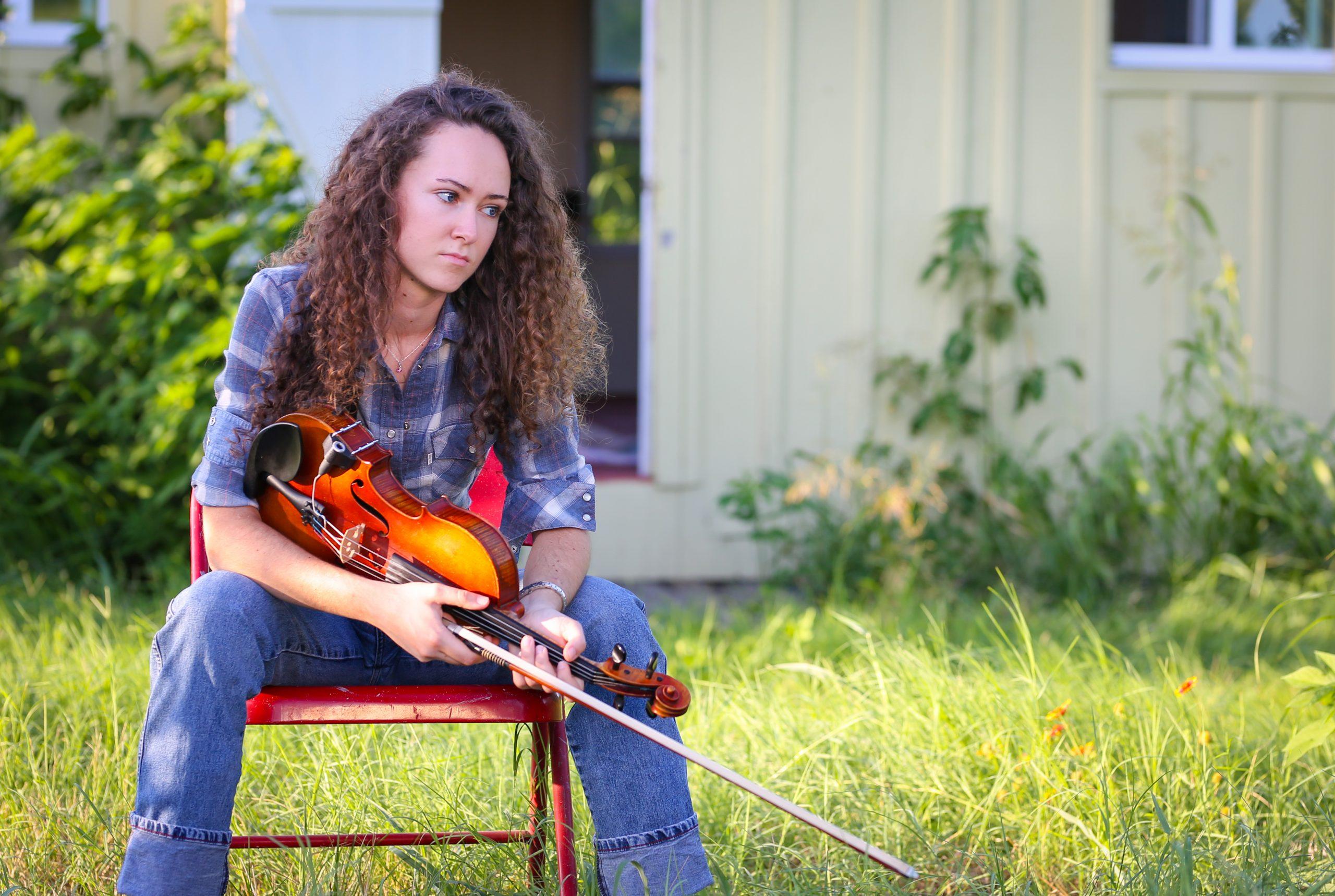 Ella Jordan, violin/vocals